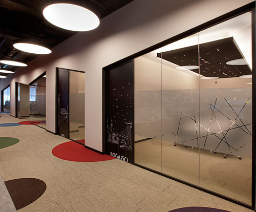 Fun open office ebay gittigidiyor in istanbul by oso for Modern tech office design