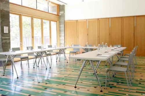 dest-healdsburg-meeting-room