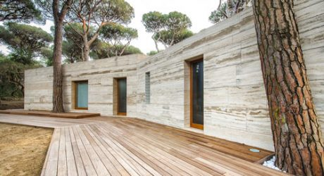 Italian Summer House Covered in Travertine by sundaymorning and Massimo Fiorido Associati