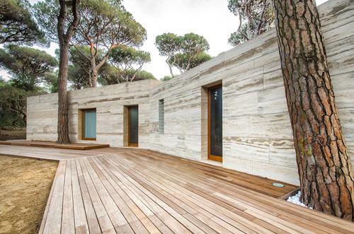 Italian Summer House Covered in Travertine by sundaymorning and Massimo Fiorido Associati