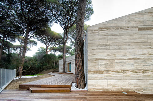 Italian Summer House Covered in Travertine by sundaymorning and Massimo Fiorido Associati in architecture  Category