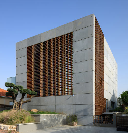 House with pre cast concrete panels by auerbach halevy for Precast concrete home designs
