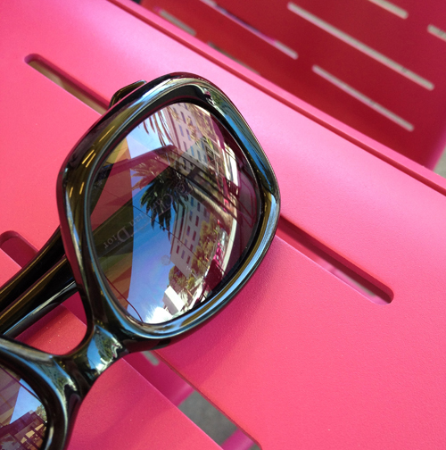 Sunglasses_Pink_Park_Reflection