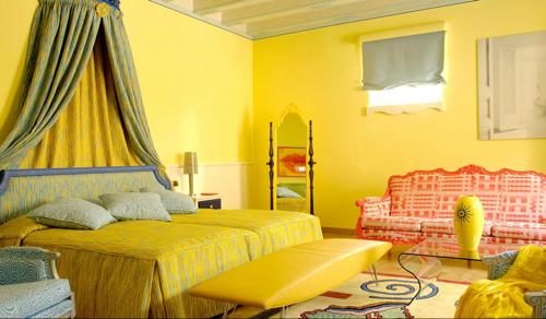 dest-byblos-guest-yellow