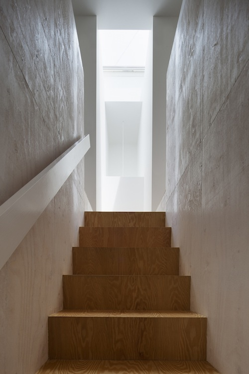 Skim Milk: KDR House by International Royal Architecture (I.R.A.)