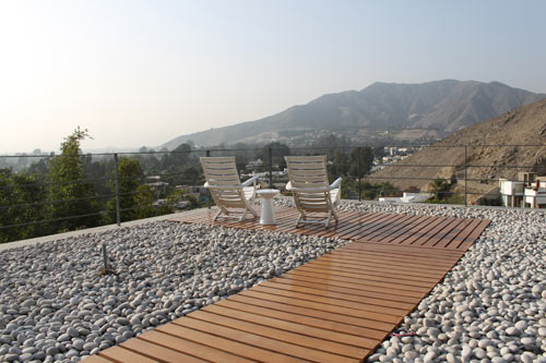 House on a Hill with a Relaxing Rooftop Terrace: Casa Mirador by 2.8x arquitectos in main architecture  Category