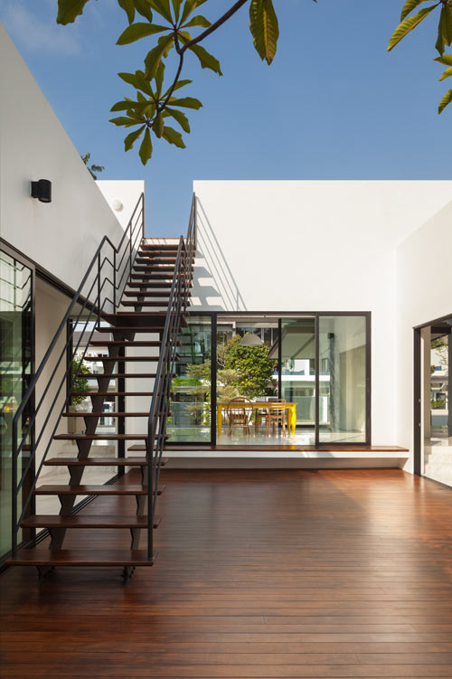 Mandai-Courtyard-House_10