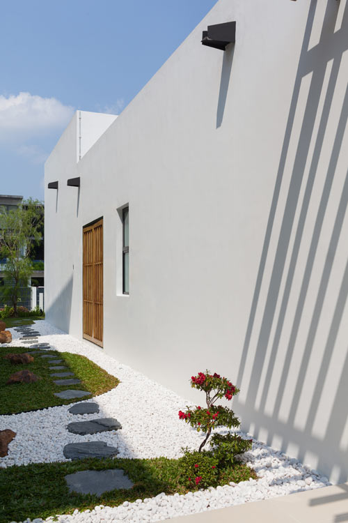 Mandai-Courtyard-House_16
