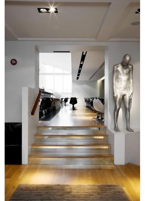 dest-101-Hotel-Reykjavík-sculpture-stairs
