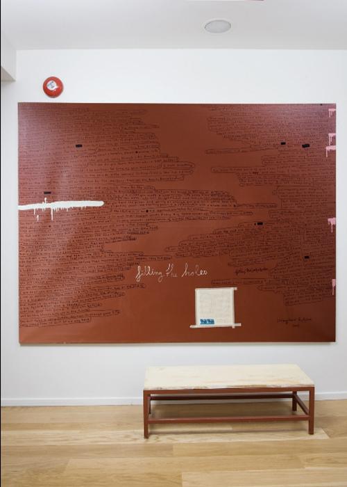 dest-hotel-101-red-art-bench