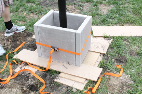 The easiest diy concrete planter ever design milk for Diy concrete lamp