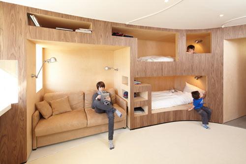 Ski Resort Cabin by h2o Architectes
