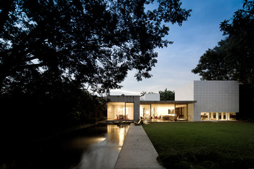 Yucatan House in Brazil by Isay Weinfeld