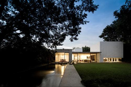 Yucatan House in Brazil by Isay Weinfeld
