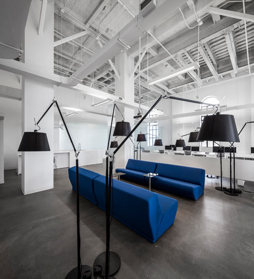 blue-communications-modern-white-office-12