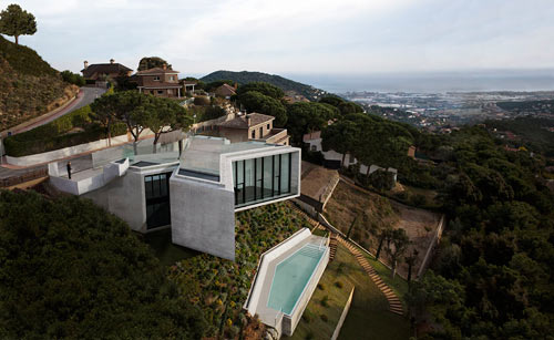 An X-Shaped House in Spain by Cadaval & Solà-Morales