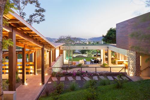 Rustic meets modern casa jardin by cinco patas al gato - El jardin en casa ...