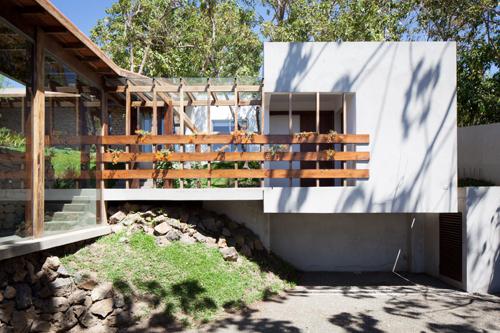 Rustic Meets Modern: Casa Jardin by Cinco Patas al Gato - Design Milk