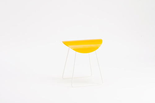 Saddle-stool-by-Studio06-yellow