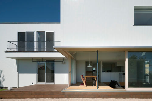 Sliding Door House by Naoi Architecture & Design Office