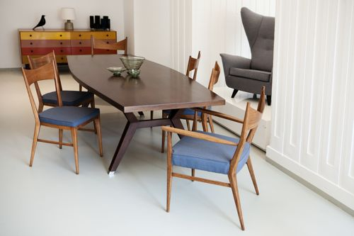 Store(y)-Original-in-Berlin-dining-table-blue-seat-chairs