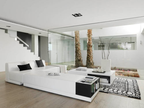 Pure white a cliff side house interior by susanna cots for Salon moderne de luxe