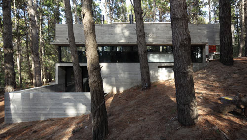 modern-concrete-house-multiple-levels-2