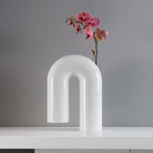 Shaky: A Sculptural Vase from Enzyma