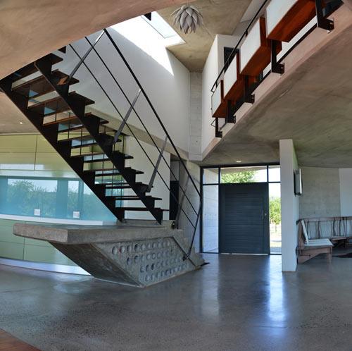 Emilio-Eftychis-Modern-Barn-11