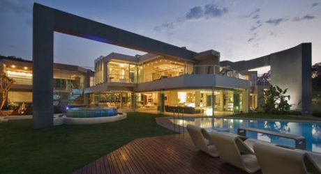 Glass House by Nico van der Meulen Architects