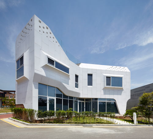 A House Covered in HI-MACS: Pan-gyo Residence by Office 53427