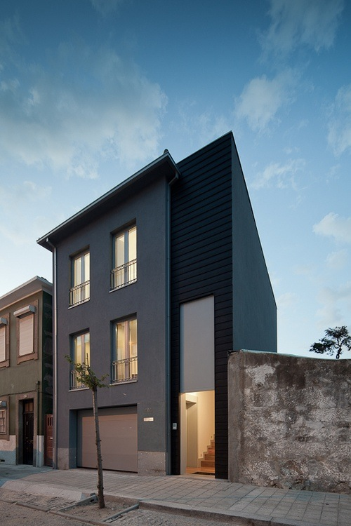 Architectural inspiration 12 modern houses with black for Modern row house plans