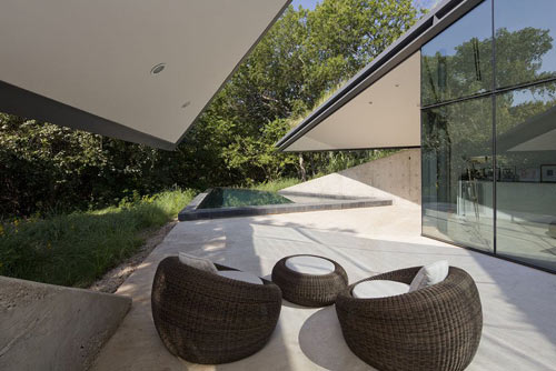 edgeland-residence-5-patio-bercy-chen-studio