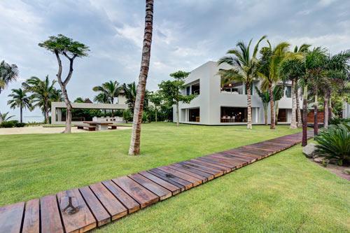An Atypical Mexican Beach House: Casa La Punta by Elías Rizo Arquitectos