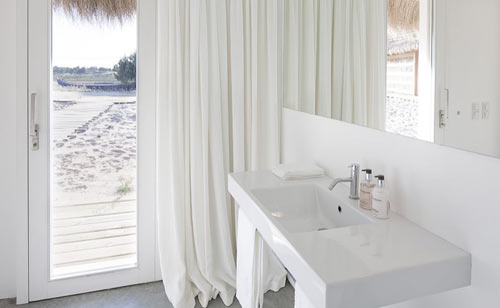 casasnaareia-beach-style-retreat-portugal-bathroom