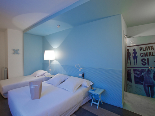 dest-chicbasic-rambla-blue-room