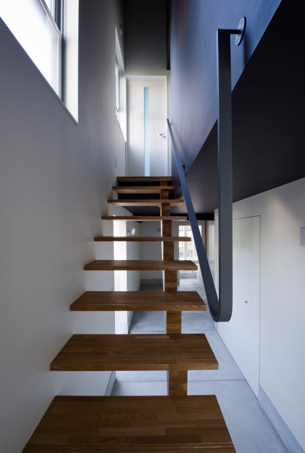 Smart Small Space Design: House in Konan by Coo Planning in main architecture  Category