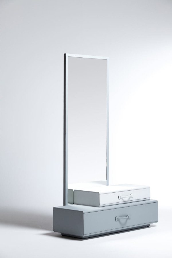 Maarten-De-Ceulaer-Suitcases-furniture-mirror-stand