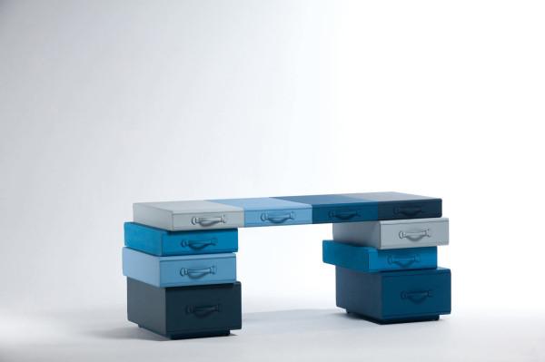 MaartenDeCeulaer-Suitcases-blue-desk
