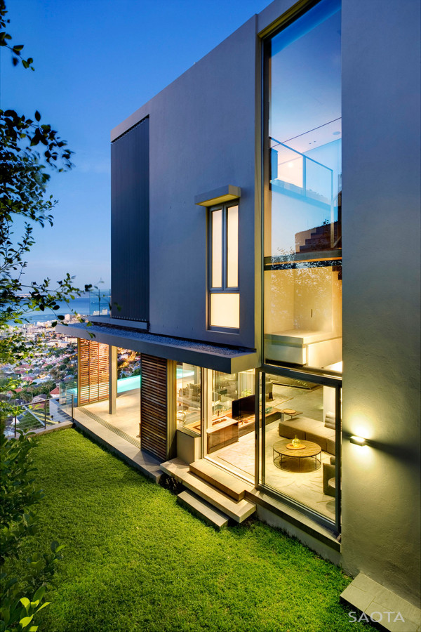 Hillside Luxury: Head Road 1816 by SAOTA in main architecture  Category