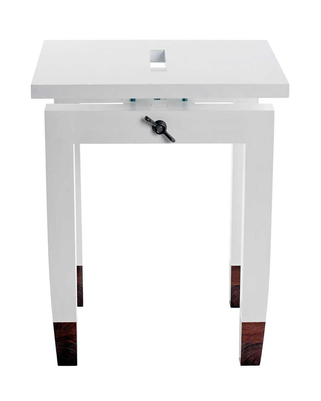 daniel-moyer-design-workshop-chic-table-white