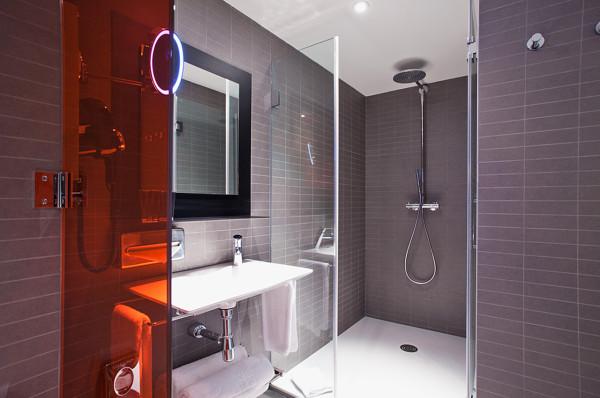 destination-hotel-bit-bathroom