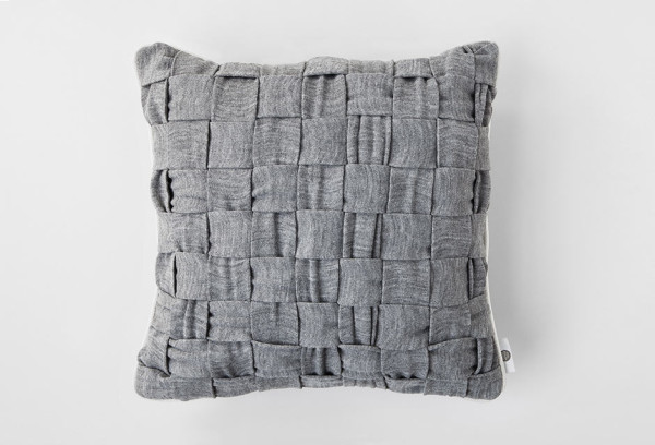 huhu-cushion-woven-gray-front
