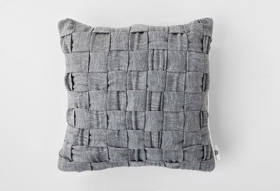 huhu-cushion-woven-gray-front