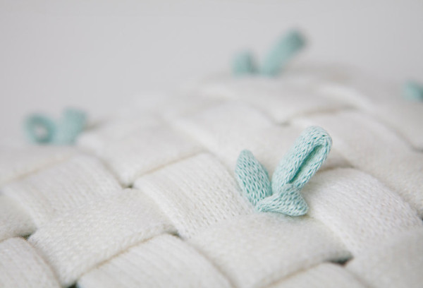 huhu-cushion-woven-white-detail