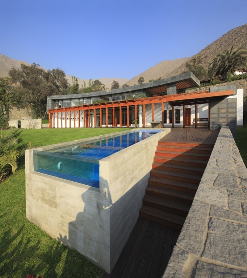 Pool modern  12 Modern Pools That Make a Big Splash - Design Milk