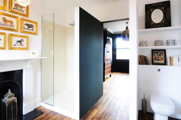HomeMade-Bureau-de-Change-11-Guest-Bathroom