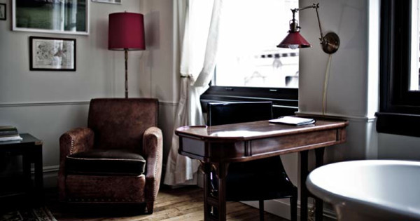 dest-nomad-room-chair-desk-tub