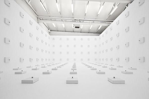 zimoun-wire-cardboard-installation-room