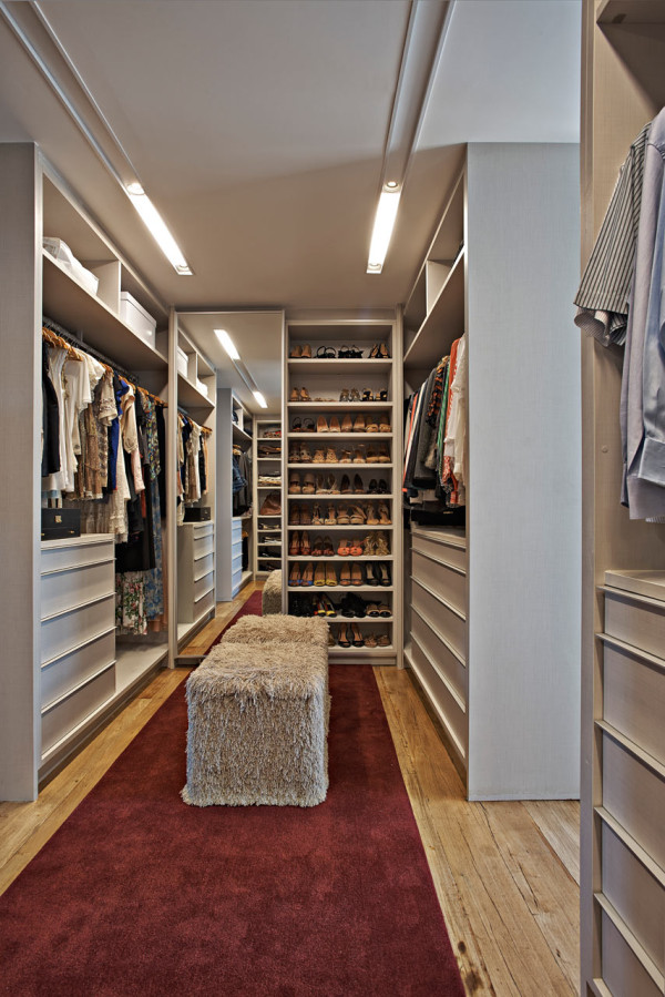 Apartment-LA-David-Guerra-modern closet design